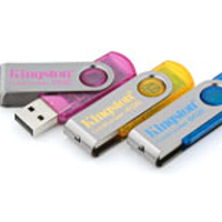 - KINGSTON DataTraveler101 USB 8GB cyan